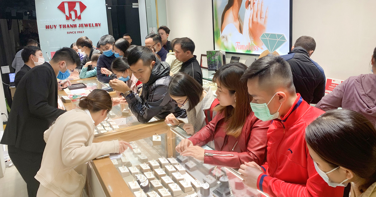 Giới trẻ mua gì trong ngày vía Thần Tài để rước lộc may mắn?