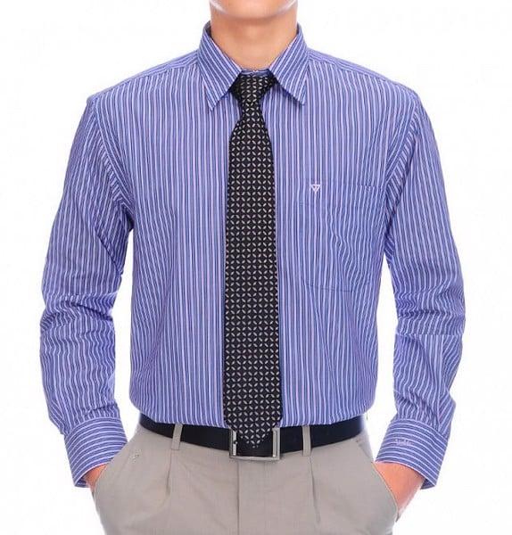 Mẫu sơ mi xanh nhạt cho đối tượng trung niên mang phong cách ấn tượng cho mọi quý ông