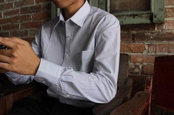 Mẫu áo sơ mi kẻ sọc nhỏ chính là lựa chọn hoàn hảo cho mọi quý ông hiện đại