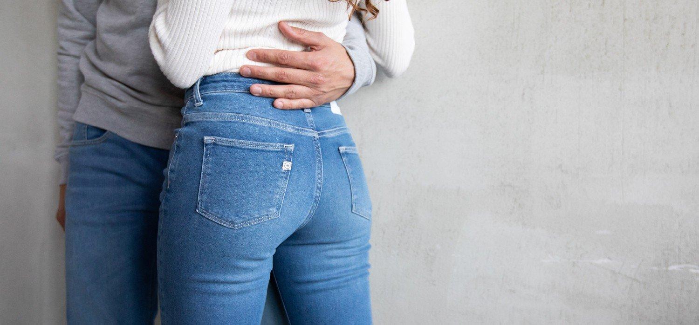 Cách giặt quần jeans lâu phai màu1