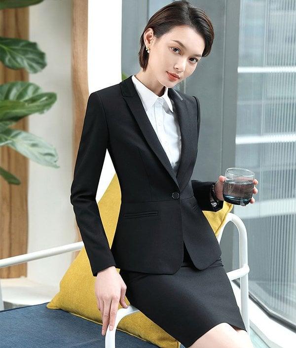 Mẹo với vest và váy công sở cho nữ U30 1