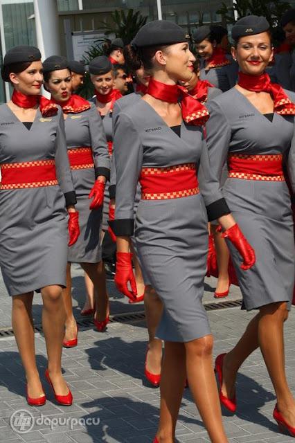 những bộ đồng phục hàng không đẹp nhất 20