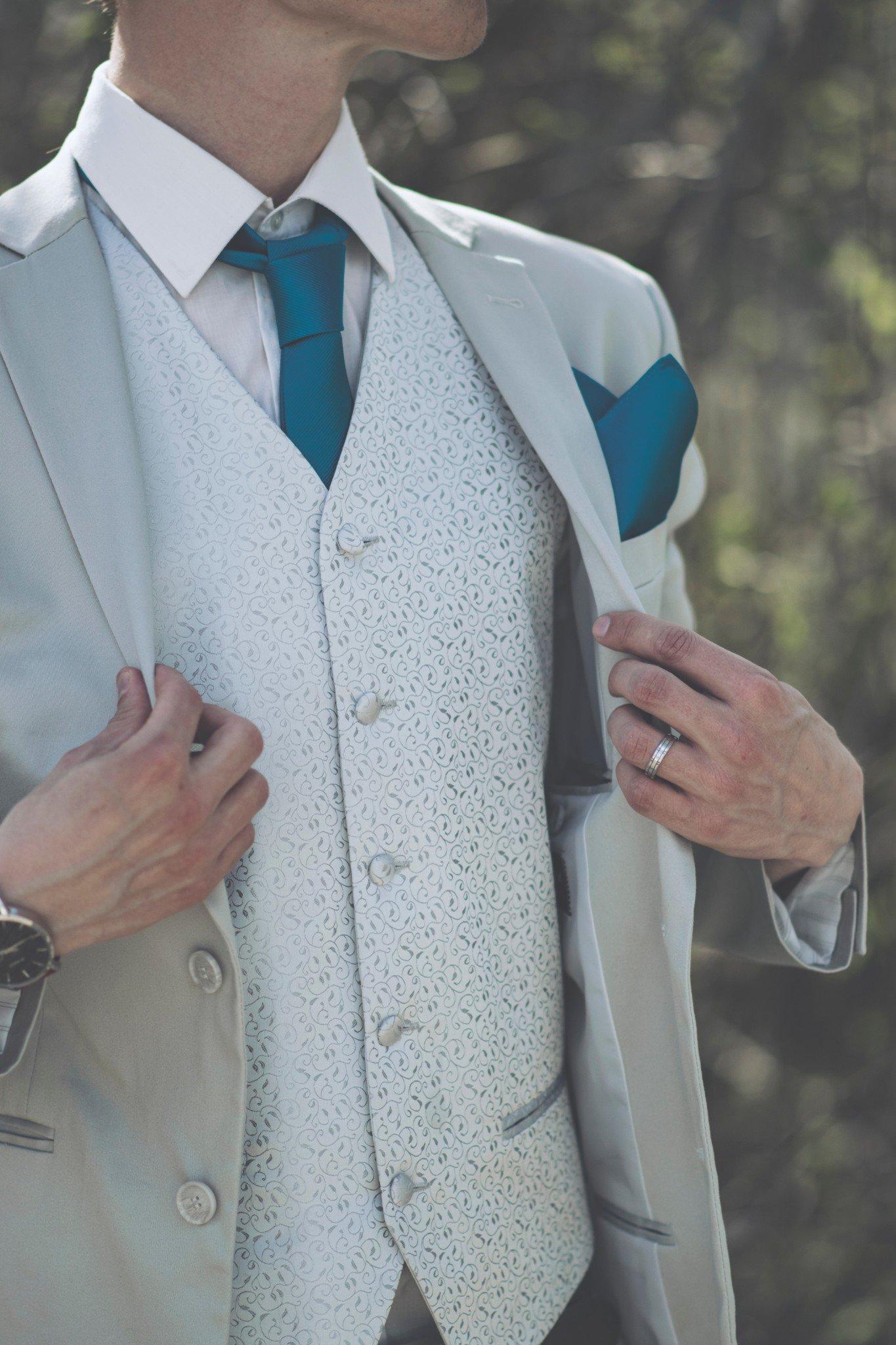 Tại sao nam giới thành đạt thích mặc vest 3
