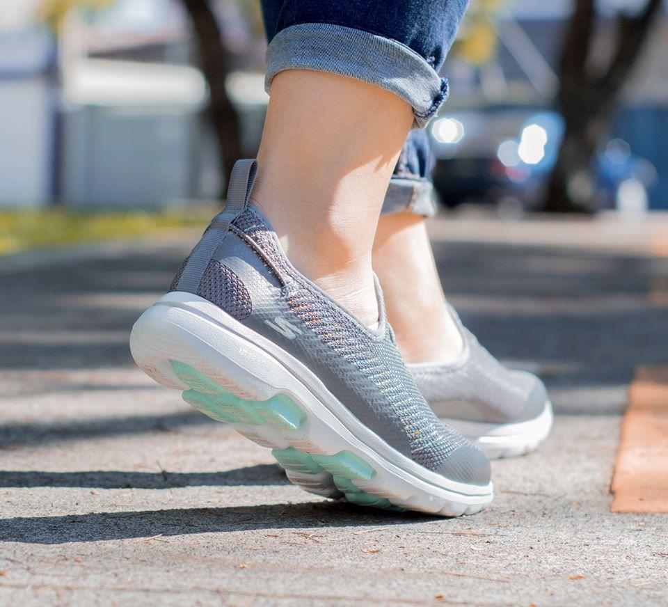 Top 5 giày Skechers nữ đáng mua hiện nay 2