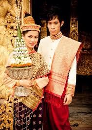 Trang phục đón Tết Châu Á 4