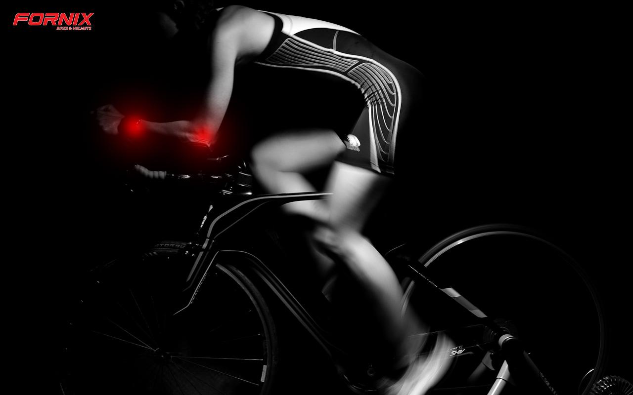 tê tay khi đạp xe