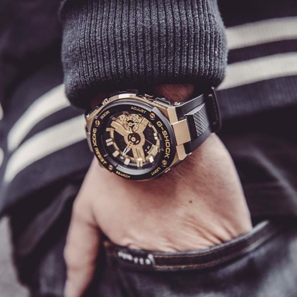 G-Shock G-Steel Black & Gold GST-400G-1A9 trên tay