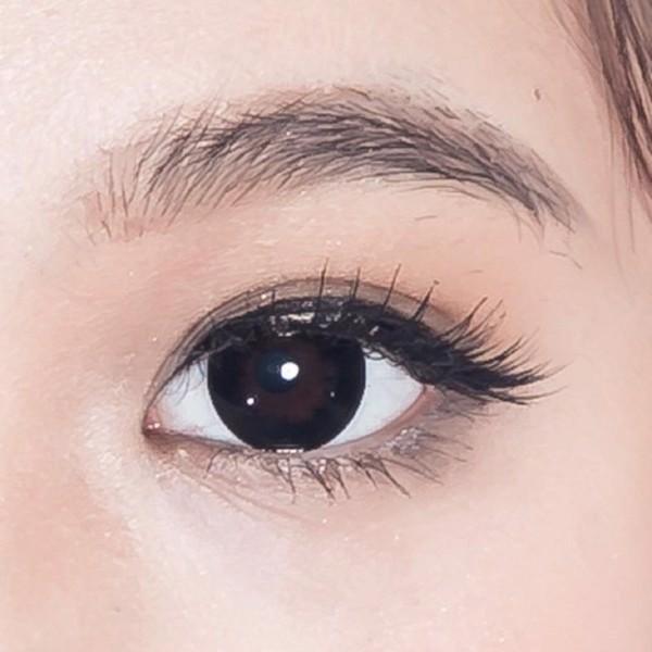 len mắt màu đen