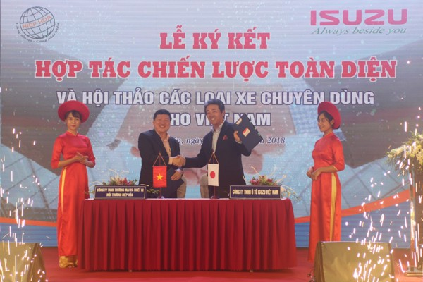 The signing ceremony of a comprehensive strategic cooperation between HIEP HOA and ISUZU Vietnam on July 31, 2018