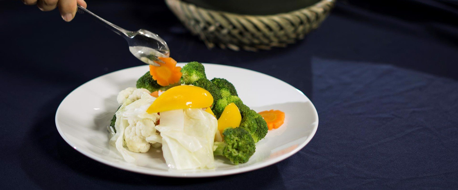 Boil fresh vegetables eye-catching without using water