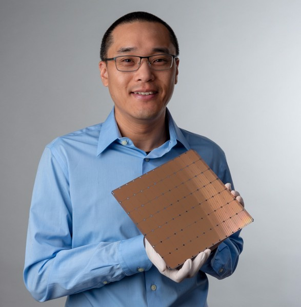 mot-nha-startup-vua-ra-mat-chip-ai-khong-lo-voi-400.000-loi,-1,2-nghin-ty-bong-ban-dan