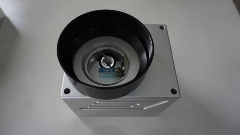 Nguyên lí làm việc của máy khắc laser fiber là gì và cấu tạo của máy