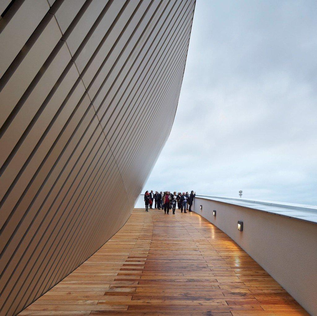 Tại khu vựa sân thượng có thể quan sát được các công trình kiến trúc nổi bật của thành phố Mons