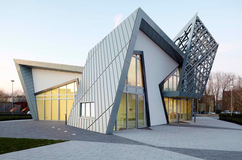 Phong cách thiết kế làm nổi bật lên hai đỉnh của tòa nhà