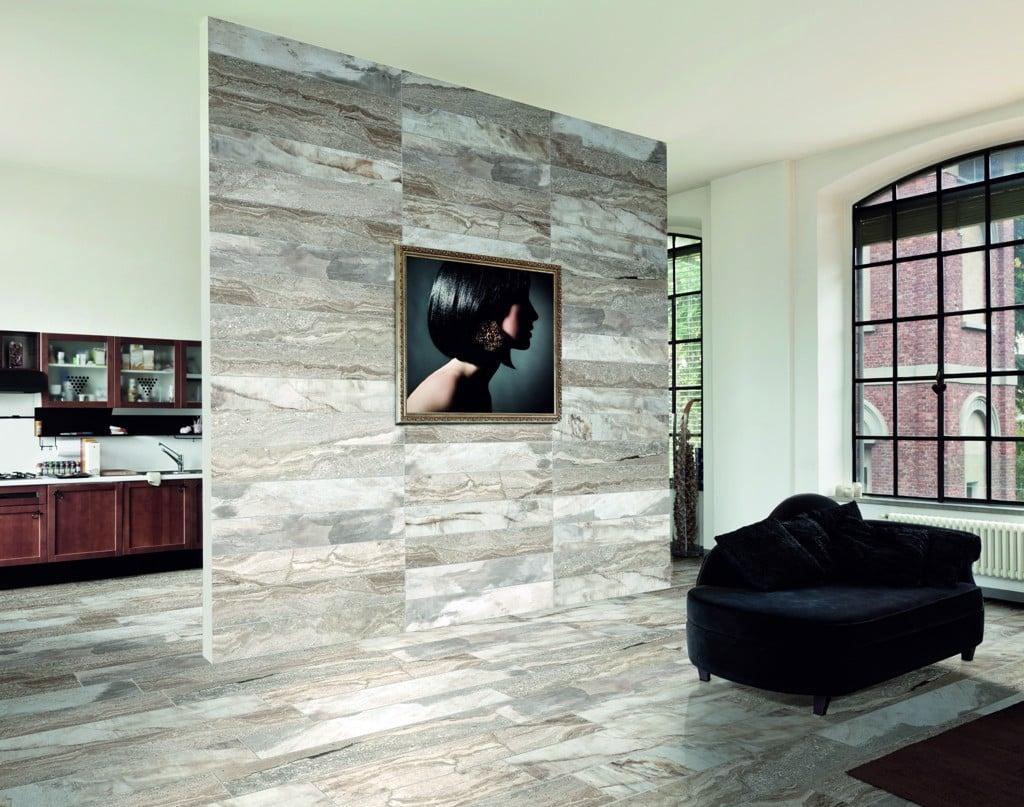 Rain Forest Silver ốp tường ngăn cách phòng khách và phòng bếp
