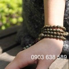 vòng tay phong thủy, đeo vòng tay phải, đeo vòng trừ tà, vòng tay may mắn, vòng tay gỗ bách xanh