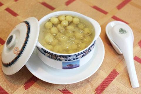 Hướng dẫn chế biến món chè yến nấu với hạt sen