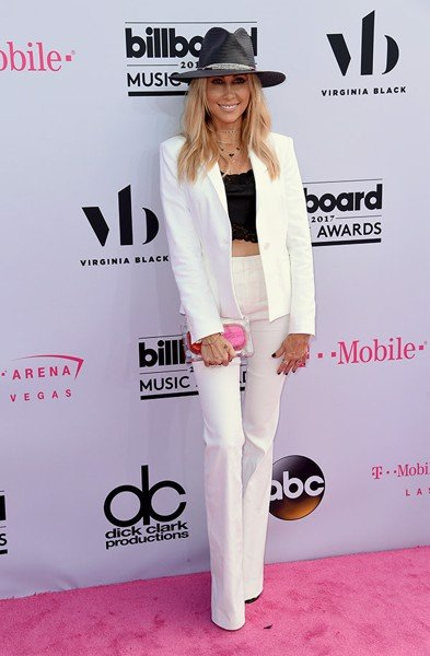 tish-cyrus-billboard-awards-2017