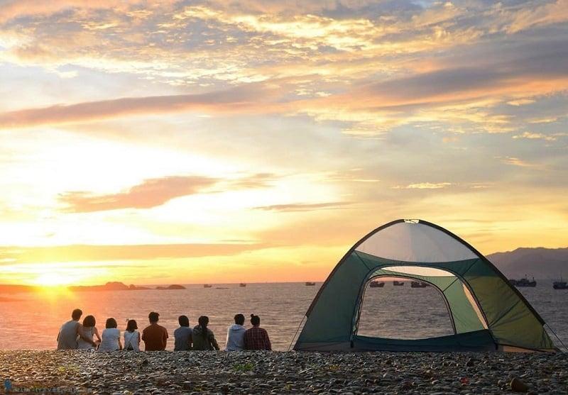 cắm trại trên bãi biển