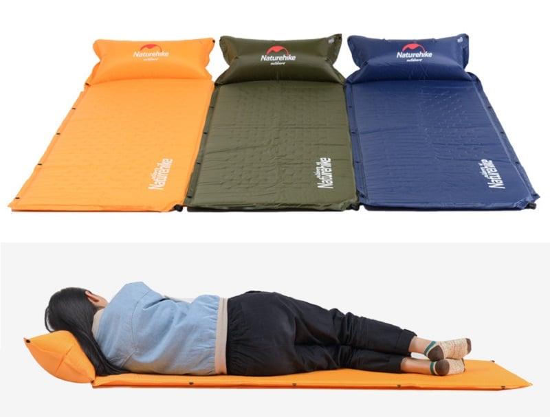 Bạn nữ nằm ngủ thoải mái trên đệm hơi màu cam