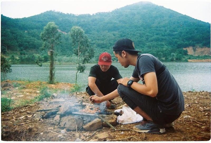 Dựng lều trại và tổ chức ăn uống ở Hàm Lợn
