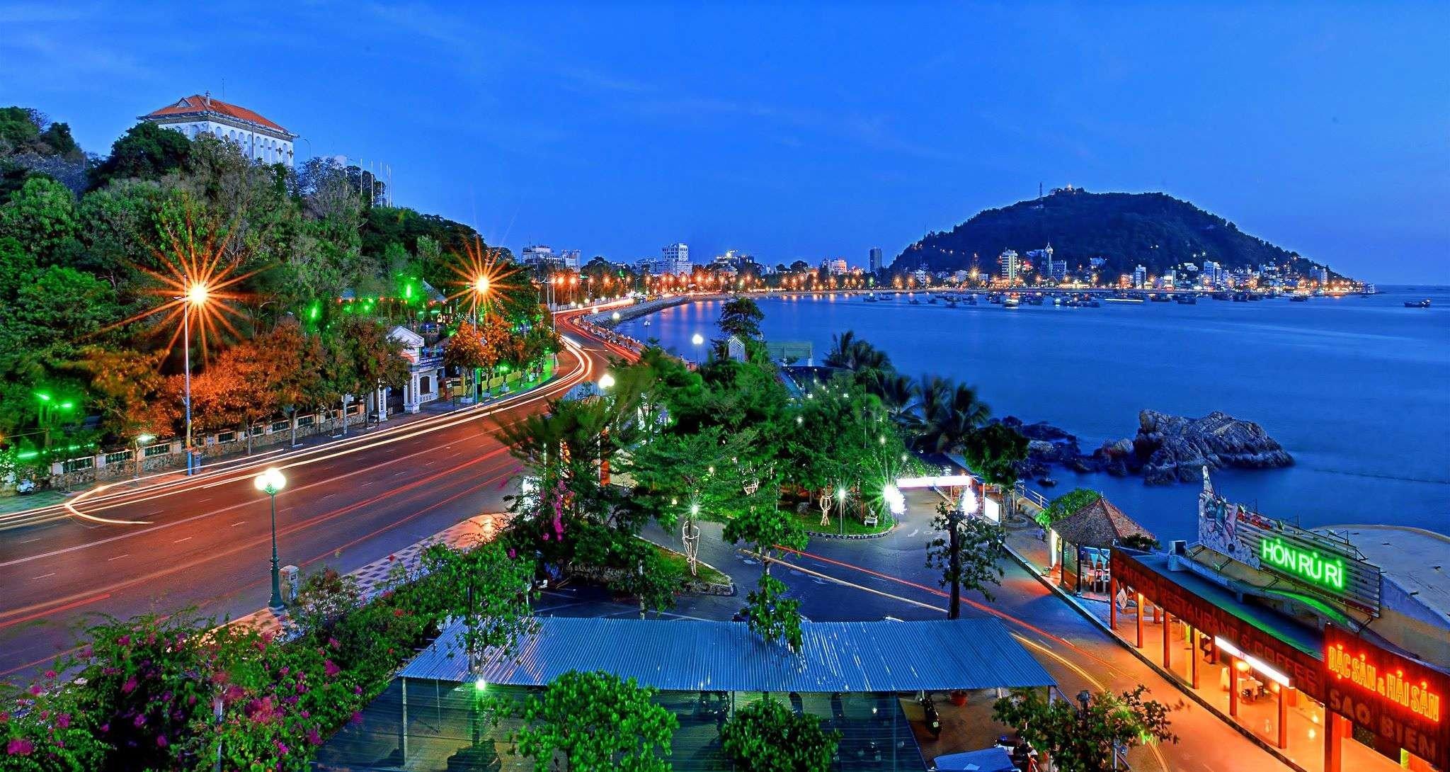 Thành phố biển Vũng Tàu lung linh dưới ánh đèn đêm