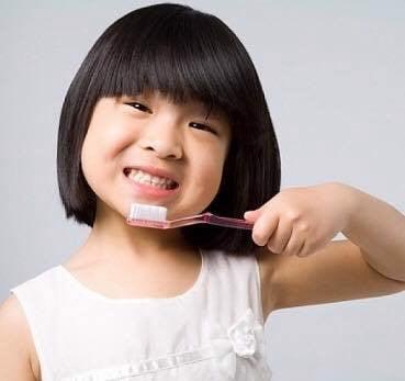 Kem đánh răng trẻ em Pigeon Nhật Bản