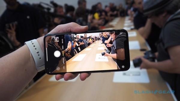 di động v24h Trên tay bộ ba iPhone 11 mới: Nhiều camera hơn, chip khoẻ hơn, thú vị hơn ảnh 13