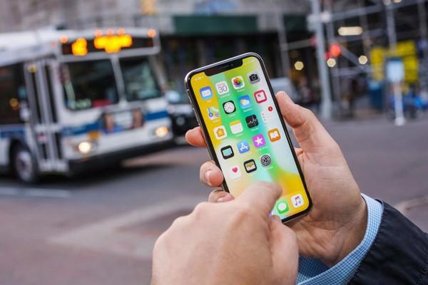 di động v24h Nên mua iPhone XR hay iPhone X trong cùng tầm giá? ảnh 1