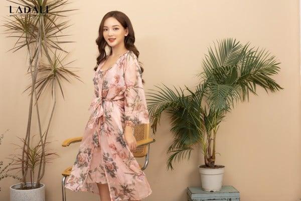 Combo áo choàng biển + váy ngủ với 3 màu thanh nhã nhưng không kém phần rực rỡ