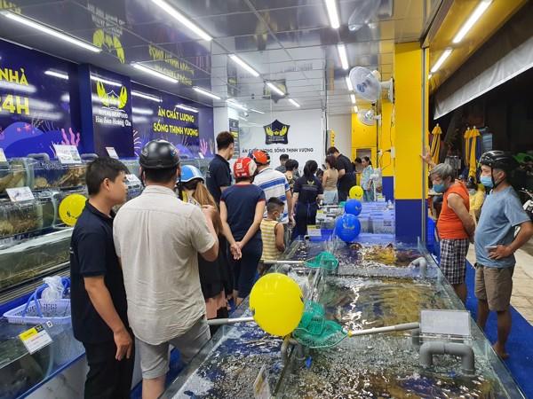 Tự tay lựa chọn hải sản nhập khẩu cao cấp
