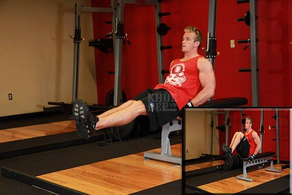 Seated Flat Bench Leg Pull In