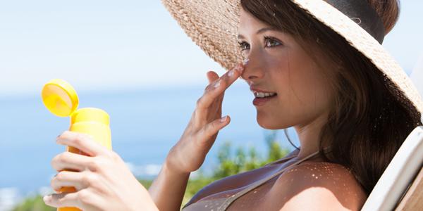 dưỡng ẩm và chống nắng cho da
