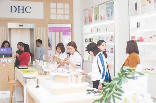 Mua hàng tại những showroom, đại lý phân phối chính hãng để đảm bảo chất lượng sản phẩm