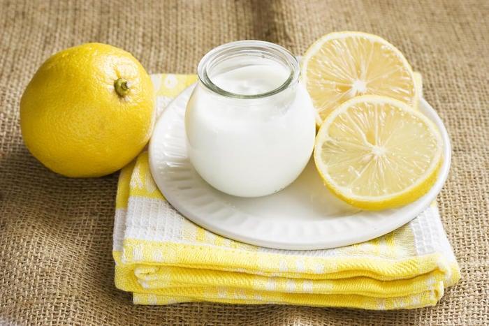 Vitamin e kết hợp cùng sữa chua và chanh sẽ giúp dưỡng sáng, dưỡng ẩm và giảm thiểu nếp nhăn trên da
