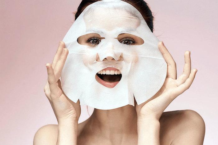 Bạn có thể đắp mặt nạ cấp ẩm thêm cho da khô