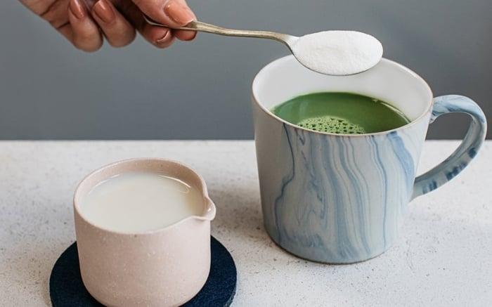 Bạn có thể hòa bột collagen cùng với đồ uống khác để dùng