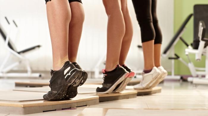 Bài tập kiễng chân giúp đốt cháy mỡ thừa ở cả đùi và bắp chân