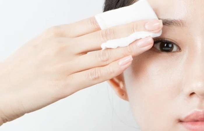 Tẩy trang làm sạch da là bước vô cùng quan trọng
