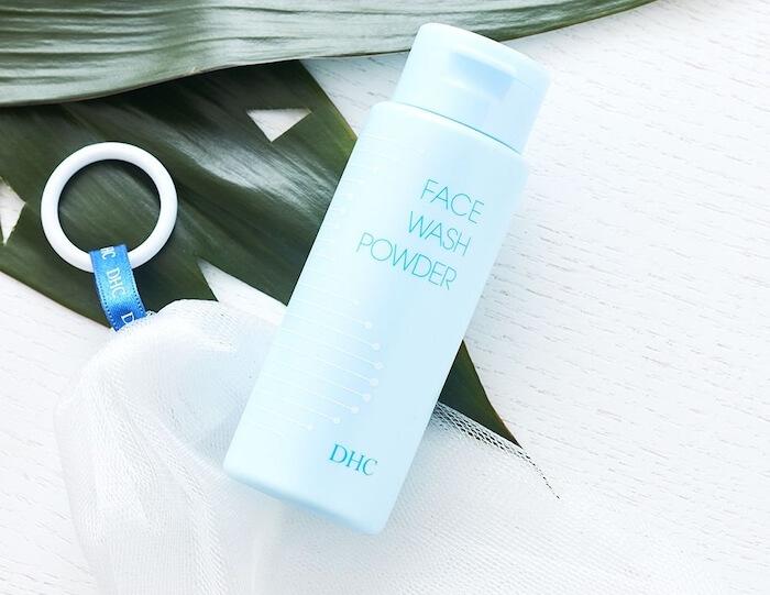 chọn sữa rửa mặt dịu nhẹ, có thành phần dưỡng ẩm