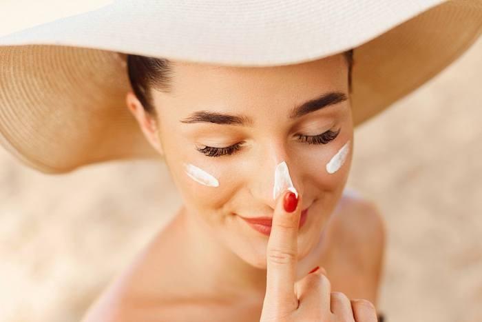 Chống nắng cẩn thận sẽ góp phần khiến da ngày một đều màu hơn