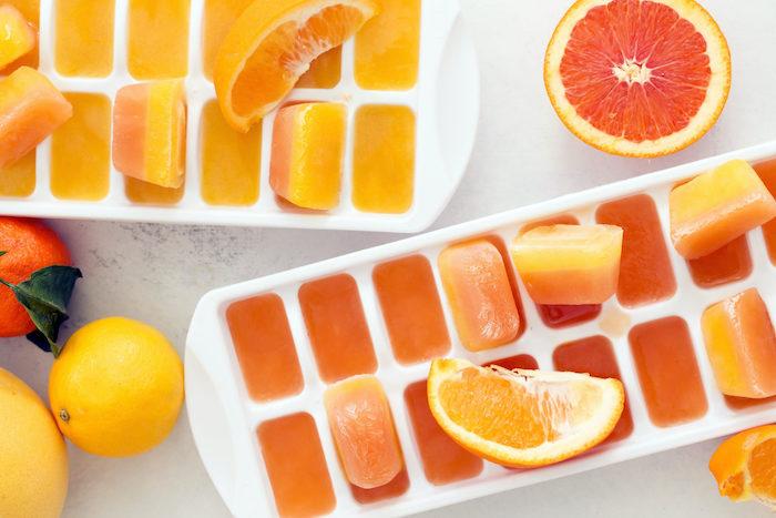 Đá lạnh từ nước ép cam tăng cường đề kháng cho da, dưỡng da sáng hồng