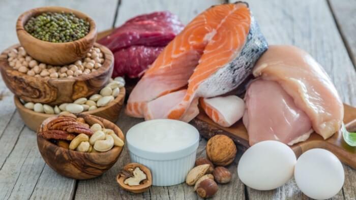 Duy trì chế độ ăn uống khoa học để hạn chế mụn xuất hiện