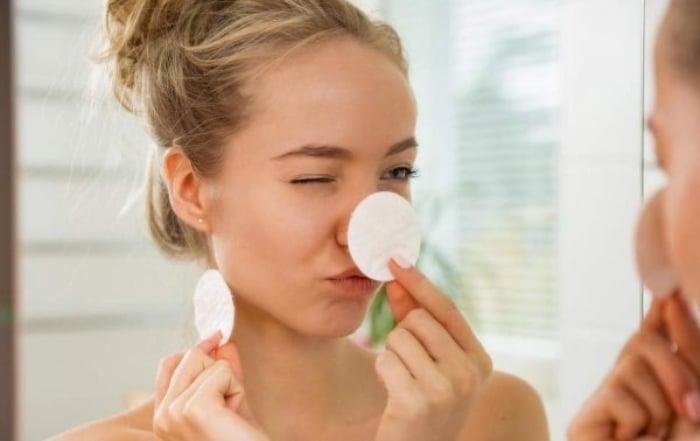Tẩy trang để cho da mặt được thông thoáng, làm sạch bụi bẩn bám trên bề mặt da