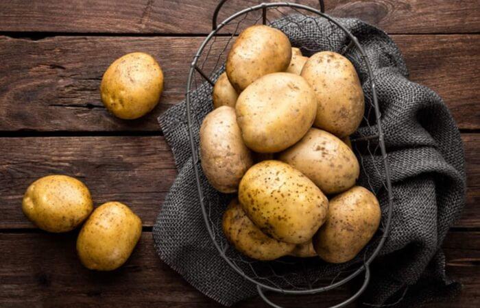 Hàm lượng vitamin A trong khoai tây giúp giảm thâm mụn