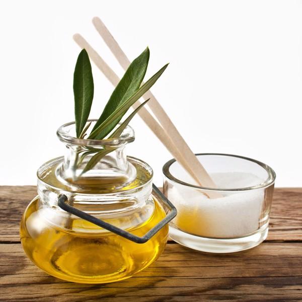 dưỡng môi hồng bằng dầu olive và đường