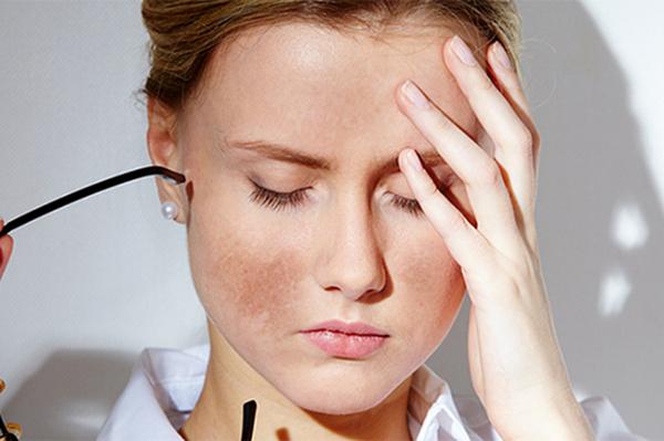 da sạm do căng thẳng và mệt mỏi