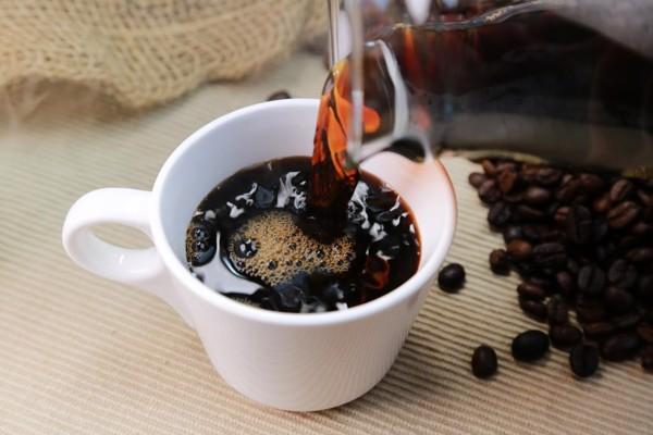 Caffeine được sử dụng với hàm lượng đúng cải thiện đáng kể quầng thâm mắt