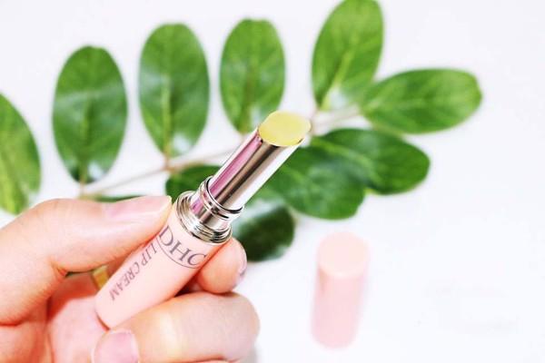 review son dưỡng DHC dưỡng môi hồng