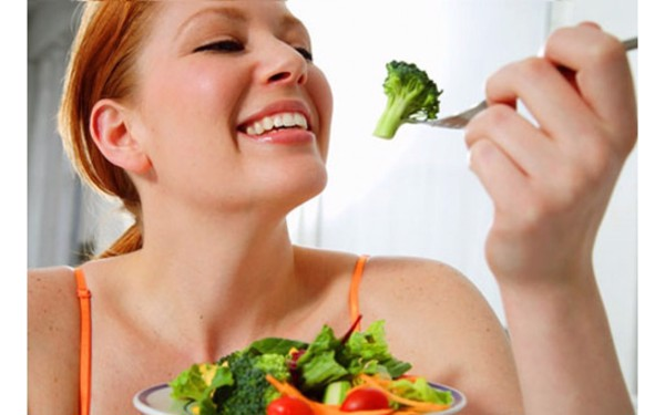 chế độ ăn uống chăm sóc da mụn